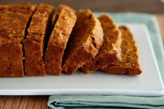 A delicious variation on traditional banana bread, this healthified version with carrots and coconut oil (and less sugar) is tender, moist and crazy good! Low Calorie Banana Bread, Banana Carrot Bread, Carrot Bread Recipe, Banana Bread Recipes, Banana Nut, Healthy Baking, Healthy Treats, Healthy Desserts, Healthy Food