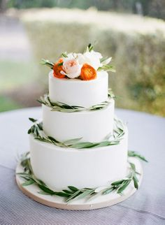 ginger wedding inspiration | coral + olive | wedding cake | Loft Photographie LLC | v/ style me pretty |