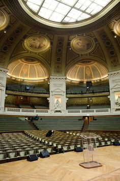 Le Grand Amphithéâtre - Sorbonne, Paris, France .Bienvenue à l'université Paris-Sorbonne : https://www.youtube.com/watch?v=gSbzxB24GNU