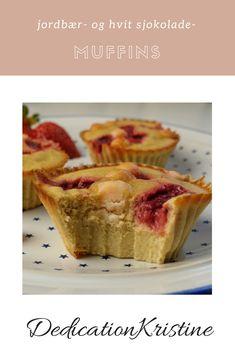 Sukkerfrie jordbær- og hvit sjokolade-muffins fra DedicationKristine er en herlig sommerdessert! | Oppskrift muffins | Sukrin | Sukkerfri oppskrift | Sunn dessert | Kake oppskrift | Enkle muffins