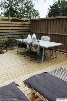 betongbord,utemöbler,uteplats,trädäck,växter Outdoor Sofa, Outdoor Furniture Sets, Outdoor Decor, Sun Lounger, Pergola, Design Inspiration, Exterior, Patio, Living Room