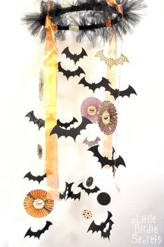 I always hang bunches of bats from the ceiling for Halloween and it is SUCH a process.  Making a mobile of them would be SO easy!