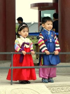 Korean children in Hanbok, which is korean traditional costume. Precious Children, Beautiful Children, Beautiful People, Korean Babies, Asian Babies, Korean Hanbok, Korean Dress, Korean Traditional, Traditional Dresses