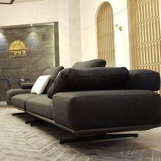 MOD온라인가구브랜드.백화점.홈쇼핑도매전문,하이모던침대.소파.주문제작 전문몰.이태리디자인전문제작 Furniture Sofa Set, Furniture Ideas, Cool Designs, Living Room, Couches, Furnitures, Product Design, Home Decor, Lights