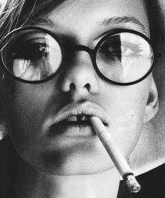 Fumer des clopes comme Vanessa Paradis c est beau en Noir et Blanc  Radmilovitch Delva avec Huewe 4f6a82e1511