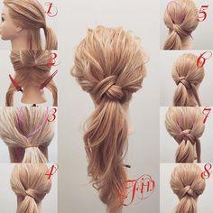 フォロワーさんリクエスト★ ポニーテールアレンジ解説✨ 1,耳の高さぐらいで上下に分けて上だけ ポニーテールにします 2,下の部分こんな感じで分けます 3,真ん中より少し左よりにアレンジスティックをこんな感じでさします 4,2で分けとっている右側の髪をアレンジスティックを使って通します。 5,あと半分残っている髪は3番の反対側の右側に通してください。 6,両方するとこんな感じになります。 7,ゴムにアレンジスティックを通して4.5で余っている髪を片方づつポニーテールの下に通してアレンジスティックを使ってゴムに通します(左に余っている髪はポニーテールの下を通り右側に持っていきアレンジスティックを使ってゴムに通し、右の余っている髪はポニーテールの下を通り左側に持っていきアレンジスティックを使ってゴムに通します。) 8,最終的にこんな感じになります。 Fine,クズしたら完成です シンプルでオススメのアレンジ★ 参考になれば嬉しいです^ ^…