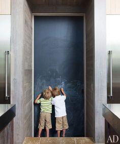 Esta é a casa de Rela Gleason, em um vinhedo no norte da Califórnia. Ela é a designer de interiores e diretora de criação da famosa Summer H...