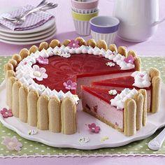Unser beliebtes Rezept für Erdbeer-Charlotte und mehr als weitere kostenlose Rezepte auf LECKER. Easy Cookie Recipes, Sweet Recipes, Baking Recipes, Cake Recipes, Dessert Recipes, Bolo Charlotte, Delicious Desserts, Yummy Food, Torte Cake