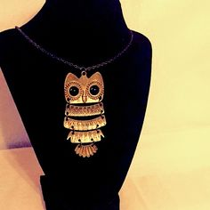 Owl Necklace •Great condition• •Perfect for Fall• GREAT ADD ON ITEM FOR DISCOUNT! Lighter in color than in picture! Long chain. Will post measurements upon request. Jewelry Necklaces