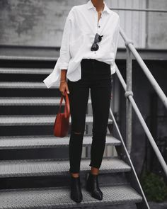 Over-sized White Shirt, Black Skinnies & Burnt Sienna accent. 31 Beautiful Looks That Will Make You Look Cool – Over-sized White Shirt, Black Skinnies & Burnt Sienna accent. Mode Outfits, Fall Outfits, Casual Outfits, Fashion Outfits, Womens Fashion, Summer Outfits, Summer Clothes, Casual Shirts, Workwear Fashion