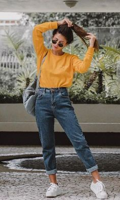 22 super comfortable outfits for students - fashion and outfit trends - 22 super comfortable outfits for students Mode Outfits, Jean Outfits, Fall Outfits, Casual Outfits, Outfits With Mom Jeans, Mom Jeans Style, School Outfits, Sporty Dresses, Mom Jeans Outfit Summer