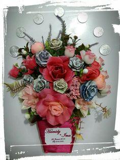 Mahar Unik di Medan Diy And Crafts, Arts And Crafts, Wreath Making, Wedding Crafts, Medan, How To Make Wreaths, Door Hangers, Floral Wreath, Weddings