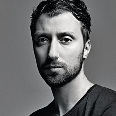 French luxury group Kering is expected to imminently announce that Belgian designer Anthony Vaccarello will be the new creative director of fashion brand Yves Saint Laurent. Fashion And Beauty Tips, Love Fashion, Fashion News, Daily Fashion, High Fashion, Hedi Slimane, Yves Saint Laurent, Carine Roitfeld, Versus Versace
