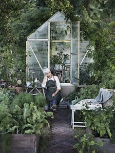 Hoppas ni har haft en lika underbar helg som jag. Vilken energiboost den gett mig!! Kickar i gång veckan med en otroligt ljuvlig trädgårdsdröm där gröna blad dominerar och omfamnar...