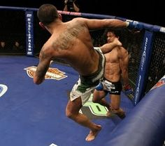Crazy kick by Anthony Pettis!