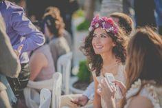 """Hoy en el blog, nueva sección """"Un invitada 10"""", con las claves para conseguir un look con estilo. Y lo inauguramos con un complemento genial: los tocados de flores."""