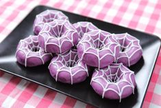 We made Spider Donuts from the video game Undertale! We made Spider Donuts from the video game Undertale! Source by momlovesbaking Halloween Donuts, Halloween Desserts, Spooky Halloween, Bolo Halloween, Halloween Torte, Pasteles Halloween, Halloween Baking, Halloween Goodies, Halloween Food For Party