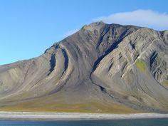 Folded Carbonferous and Permian strata Ingeborgfjellet Van Mienfjorden Svalbard. Photo Ólafur Ingólfsson 2004. [2048 x 1536] #reddit