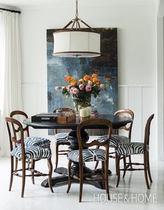 Eclectic Dining Area Eclectic all white dining room: Large abstract painting, glossy black pedestal table, Simple antique chairs given zebra Dining Room Design, Dining Room Chairs, Dining Area, Dining Table, Eclectic Dining Chairs, Dining Room Art, Lounge Chairs, Interior Design Shows, Beautiful Dining Rooms