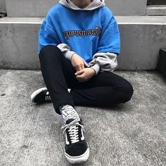 Thing Your Streetwear Fashion Menswear Doesn't Tell You Streetwear is very good for the case, since it mostly jackets, oversized clothes, high quality material and in addition a … Vans Outfit, Tomboy Outfits, Mode Outfits, Retro Outfits, Grunge Outfits, Trendy Outfits, Fashion Outfits, Fashion Styles, Skater Outfits