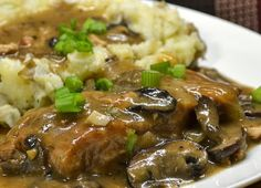 Slow Cooker - Pork Chops with Caramelized Onion-Mushroom Sauce. Slow Cooker Pork, Slow Cooker Recipes, Cooking Recipes, Crockpot Recipes, Mushroom Pork Chops, Mushroom Sauce, Mushroom Gravy, Pork Chop Recipes, Sauce Recipes