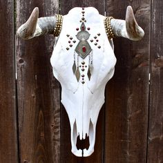 What is Bohemian? Bohemian is being unconventional. The boho look owes much to the hippie style that was developed in the middle to late Fashion pundits the world over. Bull Skulls, Deer Skulls, Animal Skulls, Carved Skulls, Painted Skulls, Cow Skull Decor, Cow Skull Art, Ram Skull, Antler Art