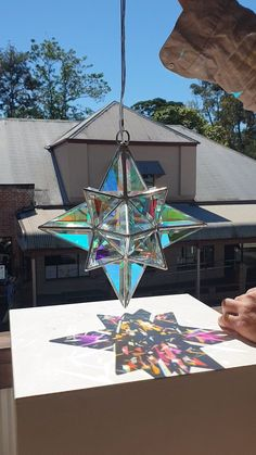 Dichroic glass sculpture by Asaf Zakay - Project Garden Diy Stained Glass Projects, Stained Glass Patterns, Stained Glass Art, Mosaic Glass, Stained Glass Suncatchers, Stained Glass Designs, Glass Artwork, Painting On Glass Windows, Glass Painting Designs