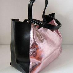 Bolso de piel Carla me chifla. En venta en www.myleov.es #bolsos #moda #look #accesorios #complementos #mujer #piel #rosa #nacarado #escarcha #pink