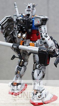 Custom Build: PG 1/60 RX-78-2 Gundam Ver. HOONISEE [Detailed] - Gundam Kits Collection News and Reviews Gundam Custom Build, Gundam Art, Custom Paint Jobs, Gundam Model, Mobile Suit, Plastic Models, Concept Art, Building, Model Kits
