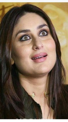 Obsessed wid her cheeks ❤️💖💖 Indian Bollywood Actress, Beautiful Bollywood Actress, Most Beautiful Indian Actress, Bollywood Fashion, Beautiful Actresses, Hot Actresses, Indian Actresses, Kareena Kapoor Pics, Karena Kapoor
