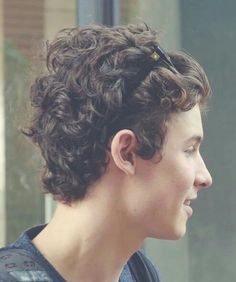 Shawn Mendes ~ His curly hair is the cutest! ❤