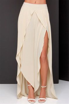 Beige High-Waisted Asymmetrical Chiffon Skirt from Ashbury Collections. Saved to Skirts. Chiffon Skirt, Dress Skirt, Slit Skirt, Mini Skirt, Diy Fashion, Fashion Outfits, Fashion Design, Mode Top, Outfit Trends