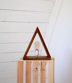 Mugavu Triangle Lamp