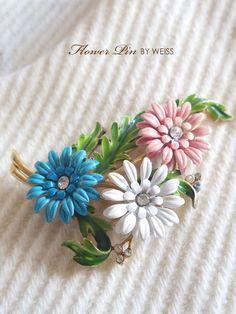 3つのお花のアンティークブローチ TRIFARI(トリファリ)