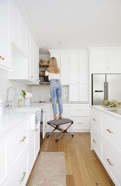 Interior design studio specialising in creating classic interiors with a fresh modern twist. Open Plan Kitchen Living Room, Kitchen Room Design, Kitchen Layout, Kitchen Interior, Kitchen Decor, White Kitchen Inspiration, Hamptons Kitchen, Armoire, White Shaker Kitchen