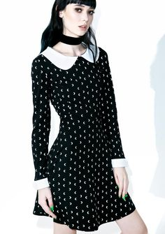 Killstar Aurora Not A Phase Dress cuz ya crave an eternal night… This gorgeous long sleeved dress features a skater style black construction printed with white crescent moons, oversized white peter pan collar, white cuffs, and open back with satiny ribbon tie closures.