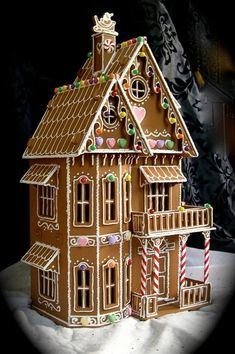Gingerbread houses make your house smell so nice. At the Grove Park Inn in Asheville, they have a regional Gingerbread House contest each year. Gingerbread House Template, Cool Gingerbread Houses, Christmas Gingerbread House, Noel Christmas, Christmas Treats, Christmas Baking, Gingerbread Cookies, Christmas Cookies, Christmas Decorations