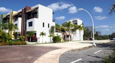 Street and bike trail leading to Villas Tranquilidad, a 6 villas complex with common swimmingpool and palapa. El Cielo Residencial. Playa del Carmen real estate.