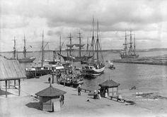 Satamat olivat ennen paikkoja, joihin keräännyttiin ihmettelemään ja ihastelemaan kaukaa tulleita laivoja ja vieraita ihmisiä. Port of Kotka. Daniel Nyblin 1890. Suomen merimuseo