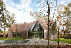 Für diesen Artikel nehmen wir euch mit nach Belgien in die flämische Region. Das Haus wurde in Heusden einer Kleinstadt östlich von Gent verwirklicht. Anhand dieses Ideenbuchs könnt ihr einen kleinen Einblick in die Kreativität dieser talentierten Designer bekommen.