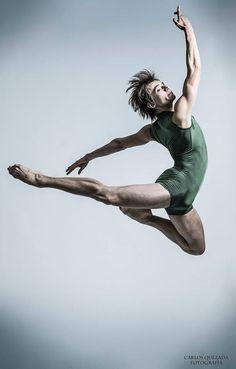 Alex Mitiaev Compañía Nacional de Danza / México Fotografía Carlos Quezada