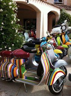 a szárdok birodalma Porto Cervo, Sardegna. Iconic Vespa scooters parked in Costa Smeralda, SardiniaPorto Cervo, Sardegna. Iconic Vespa scooters parked in Costa Smeralda, Sardinia Scooter Bike, Lambretta Scooter, Vespa Scooters, Retro Scooter, Piaggio Vespa, Vintage Vespa, Fiat 500, Lml Star, Motos Vespa