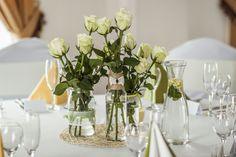 Easter is just around the corner, So what are you waiting for? These easy Easter decorations are certain to make your holiday a whole lot hoppier. Let's get crafting! Spring Flower Arrangements, Floral Centerpieces, Vases Decor, Spring Flowers, Floral Arrangements, Red Flowers, Deco Nature, Simple Weddings, Wedding Simple