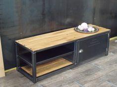 Meuble tv métal et bois au design industriel. Fabrication artisanale. www.michelidesign.fr