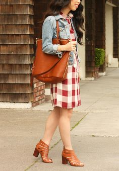 Ready for spring in this gingham dress and Stitch Fix tote