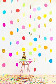 22 Adorable Spring Baby Shower Themes - Brit + Co Confetti Bars, Diy Confetti, Baby Shower Themes, Baby Shower Decorations, Party Kulissen, Diy Photo Booth Backdrop, Photobooth Diy, Backdrop Ideas, Theme Carnaval