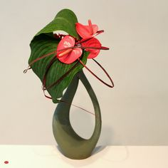 Ikebana ~ flamingo bonnet
