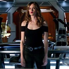 Caitlin: Black Cold Shoulder Top The Flash Caitlin, Mundo Superman, Flash Tv Series, Flash Wallpaper, Black Cold Shoulder Top, The Flash Season, Killer Frost, Danielle Panabaker, Snow Outfit