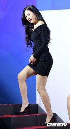 HD kpop pictures and gifs. Korean Beauty Girls, Sexy Asian Girls, Beautiful Asian Girls, Asian Beauty, Red Velvet Joy, Red Velvet Irene, Pop Fashion, Asian Fashion, Seulgi