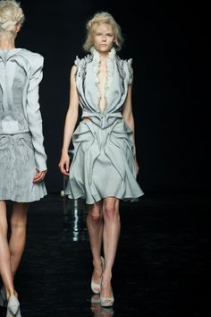 Yiqing Yin Couture Fall 2012 | Trendland: Fashion Blog & Trend Magazine